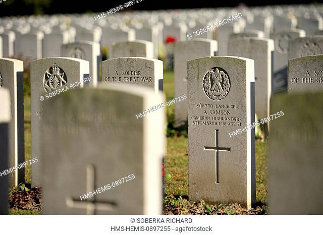 France, Pas de Calais, Loos en Gohelle, military cemetery of British soldiers, alignment of graves