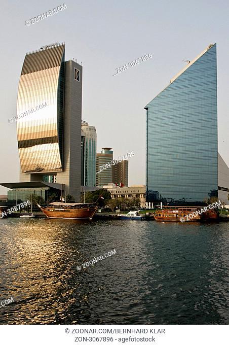 Der Dubai Creek ist ein natürlicher Meeresarm des Persischen Golfes, welcher die Stadt Dubai in die Stadtteile Bur Dubai und Deira teilt