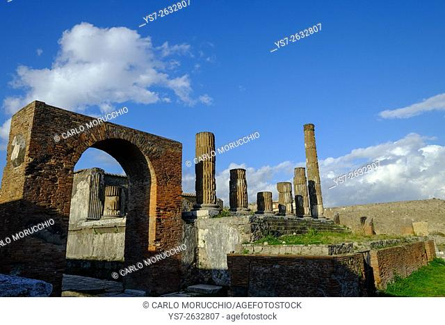Temple of Jupiter and Honorary Arch, the Forum, Pompeii the ancient Roman town near Naples, Campania, Italy, Europe