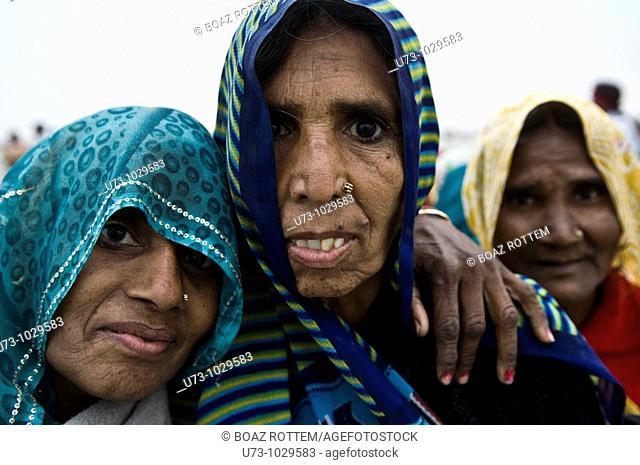 Hindu pilgrims on Gangasagar island in West Bengal, India