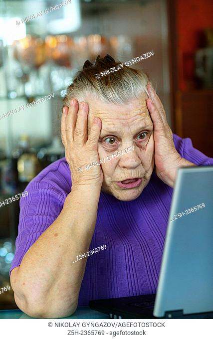 An elderly woman, a lover of computer games