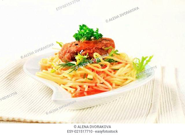 Meat patty with spaghetti