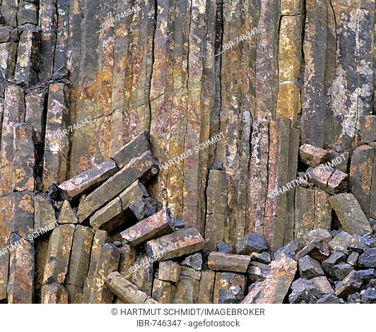 Columnar basalt, crumbling basalt columns