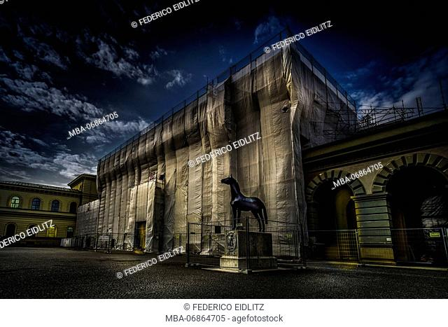 Munich, Staatsarchiv, scaffold, covered, evening mood