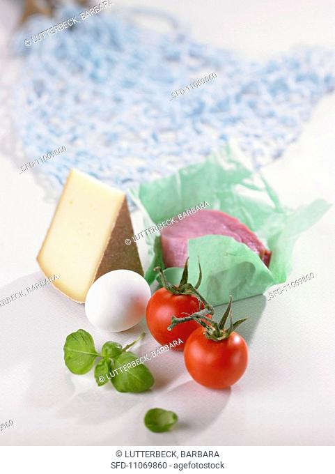 Food and a net shopping bag