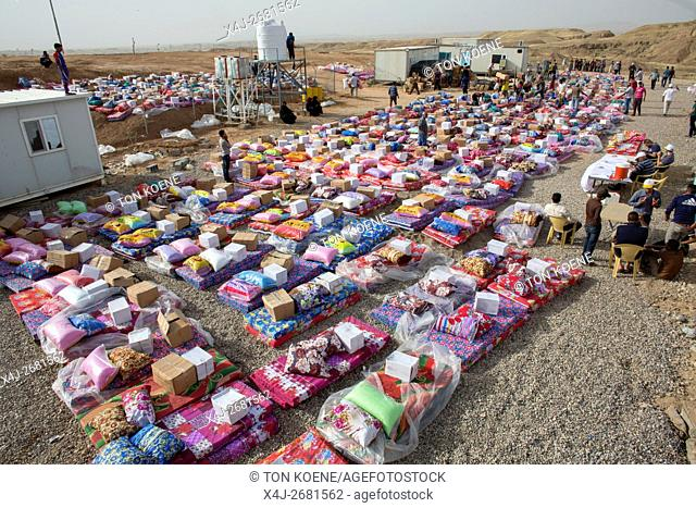 Non Food item distribution to 8000 Internally displaced Iraqi people in Khanaqin refugee camp, Northern Iraq
