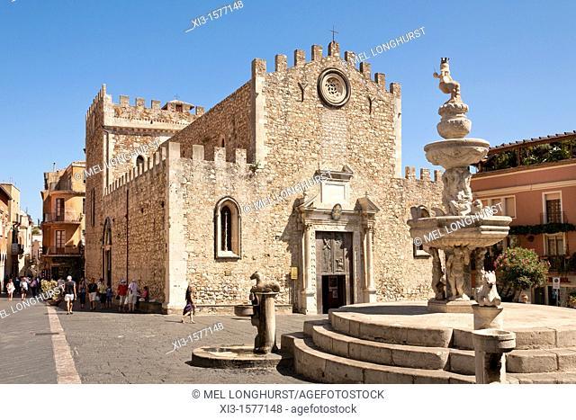 Taormina Cathedral, Cathedral of San Nicolo, and baroque fountain, Piazza Del Duomo, and Corso Umberto, Taormina, Sicily, Italy