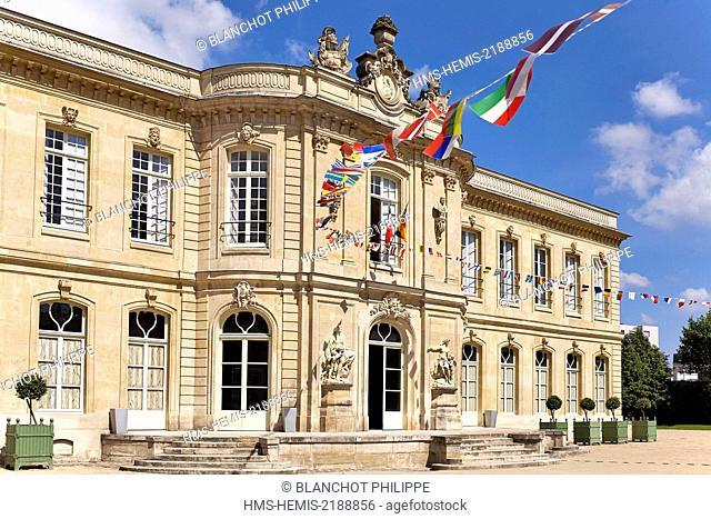 France, Hauts de Seine), Asnieres sur Seine, chateau built in 1750 to the plans of Jacques Hardouin Mansart of Sagonne, architect of the King