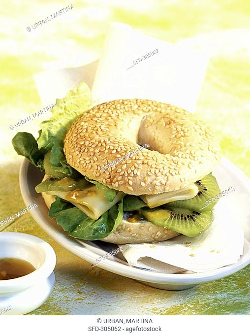 Bagel with kiwi fruit and Appenzeller cheese