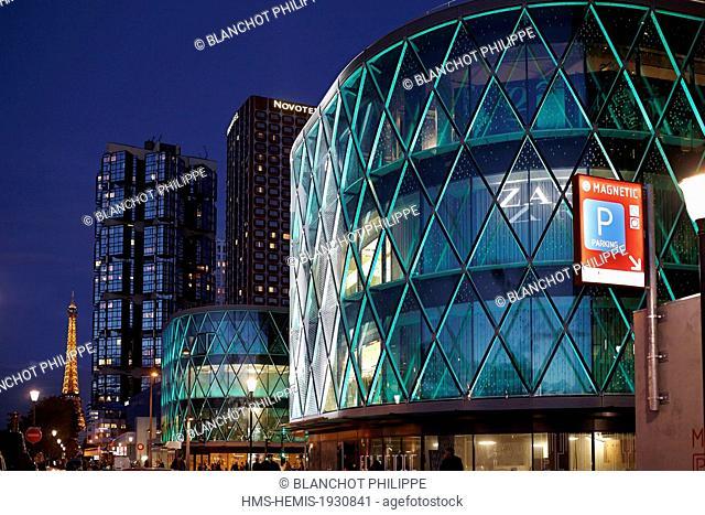 France, Paris, district of Front de Seine, Beaugrenelle shopping center by Valode et Pistre architect firm
