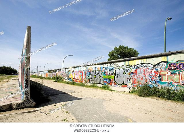 Germany, Berlin, Wall with graffiti
