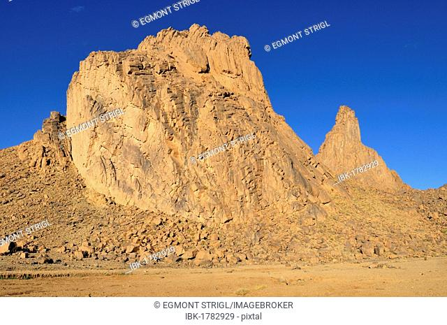 Volcanic rock formation in the Hoggar, Ahaggar Mountains, Wilaya Tamanrasset, Algeria, Sahara, North Africa