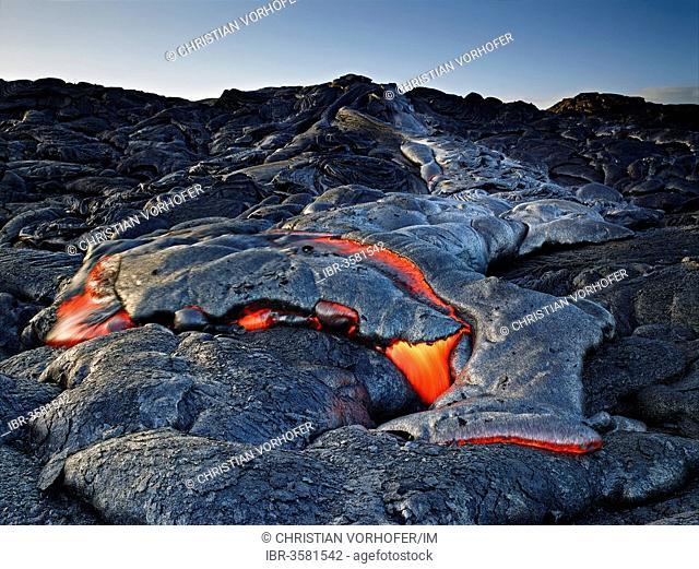 Pu?u ?O?o or Puu Oo volcano, volcanic eruption, lava, red hot lava flow