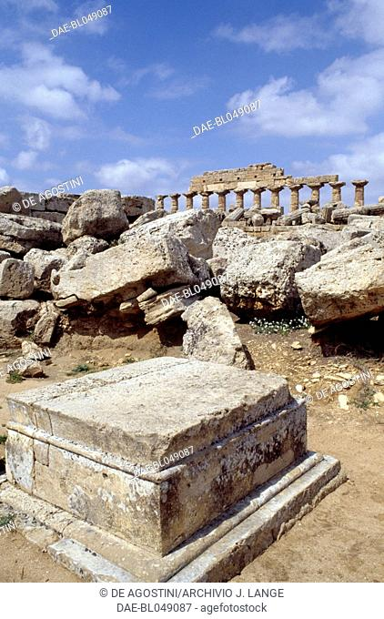 View of the Temple C from the Temple A, acropolis of the ancient city of Selinunte, Sicily, Italy. Greek civilisation, Magna Graecia, 6th-5th century BC