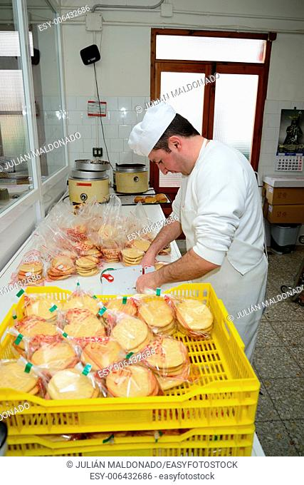 Development and production in a traditional pastry of trastas, cakes and other products