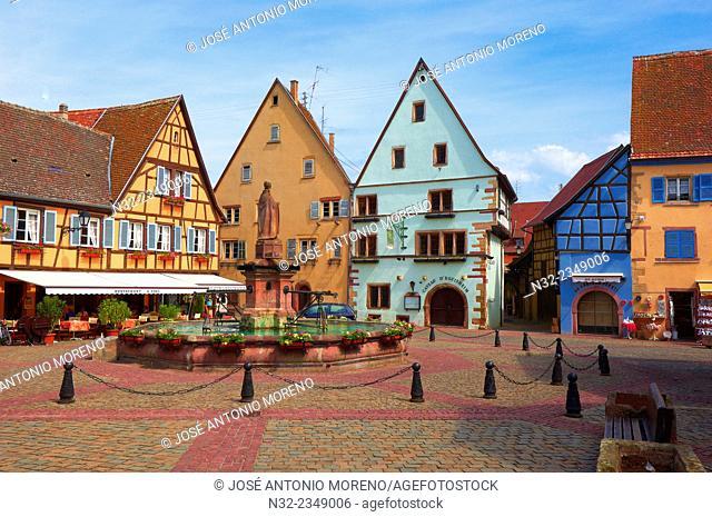 Eguisheim, Place du Chateau, Alsace Wine Route, Haut-Rhin, Alsace, France, Europe