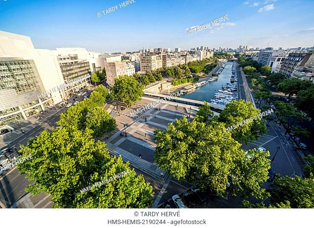 France, Paris, Marina de la Bastille, The basins of Arsenal connects the Canal Saint Martin in the Seine between the platform of the Rapee and Bastille Square...