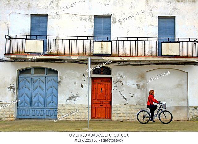 cyclist, Bellcaire d'Urgell, Lleida, Catalonia, Spain