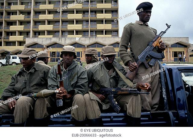 RPF Troops outside parliament building carrying guns and rocket launchers