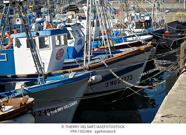 Tarifa harbour -the closest to Africa's coasts-, except for the ferry to Tanger, is only a fishing harbour. High wind and heavy tides currents don't make it the...