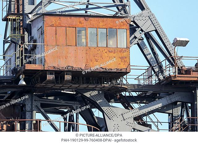 """22 January 2019, Saxony-Anhalt, Gräfenhainichen: Rust blooms at one of several control stations on the belt ejector (spreader) named """"""""Gemini"""""""" in..."""
