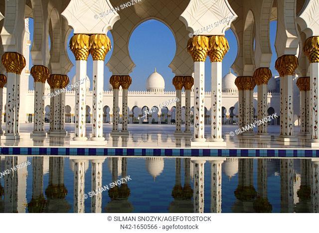 Sheikh Zayed Grand Mosque inner courtyard columns and domes, Abu Dhabi, United Arab Emirates