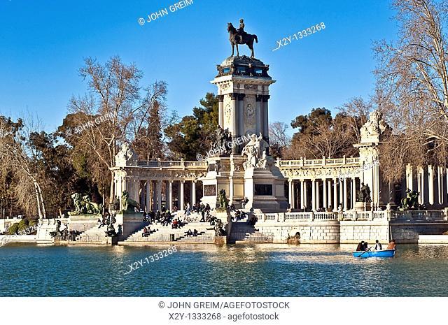 King Alfonso XII memorial, Estanque Lake, retiro Park, Madrid, Spain