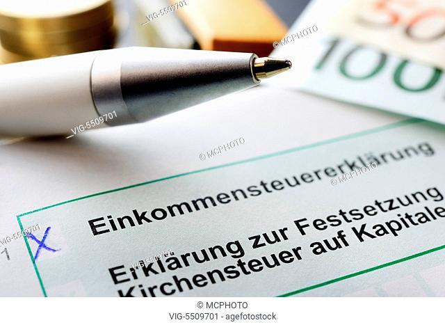 DEUTSCHLAND, HAMBURG, 11.05.2015, Einkommensteuererklaerung - Hamburg, Germany, 11/05/2015