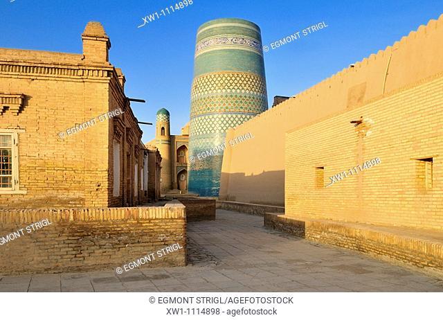 Kalta Minor minaret in the historic adobe oldtown of Khiva, Chiva, Unesco World Heritage Site, Uzbekistan, Central Asia