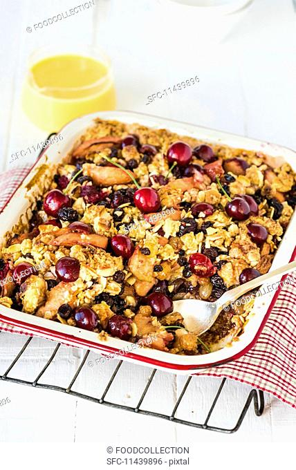 Fruit bake with almonds