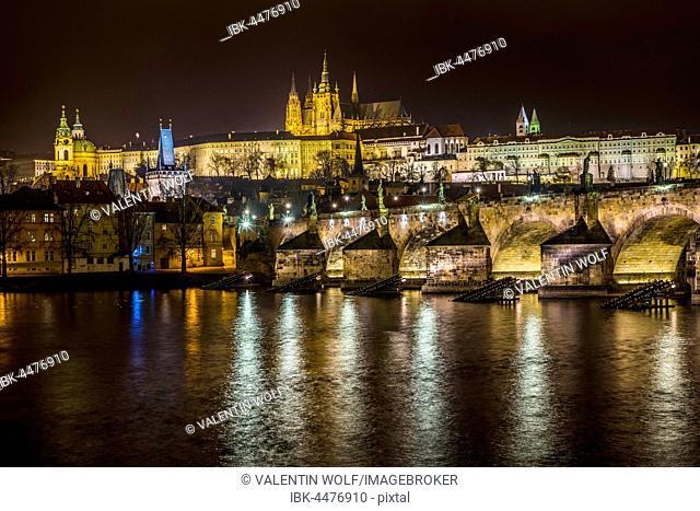 Moldova, Charles Bridge, St. Vitus Cathedral, Prague Castle, Hradcany, night scene, historic centre, Prague, Bohemia, Czech Republic