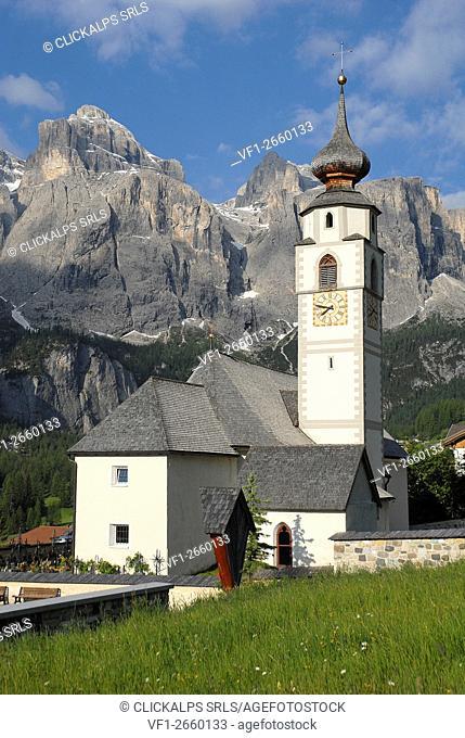 Colfosco, Dolomites, South Tyrol, Italy. The church San Vigilio in Colfosco with the Sella mountains
