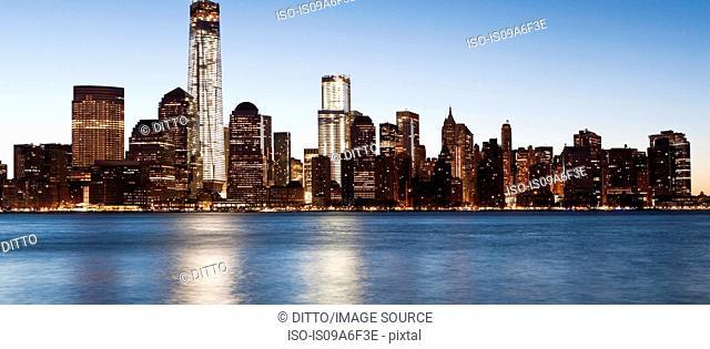 Panoramic Manhattan skyline at dusk, New York City, USA