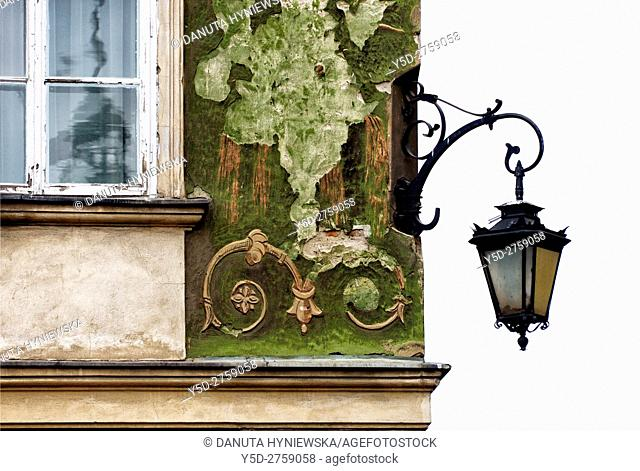 Architectural detail, bas-relief and lantern, facade of townhouse, crossroads of Freta street and Swietojerska street, New Town, Warsaw, Poland, Europe