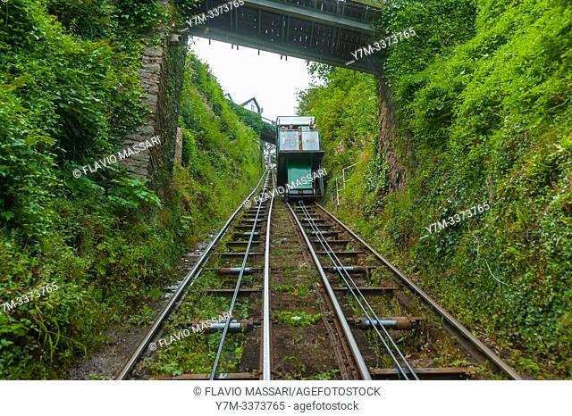 Lynton è un piccolo villaggio situato nel Devon, Inghilterra. Si trova sul bordo settentrionale di Exmoor ed è situato su di una rupe sopra Lynmouth