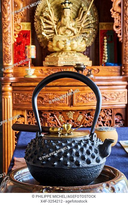 China, Yunnan, Kunming, tea tasting school