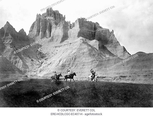 Entering the Badlands, Three Sioux Indians on horseback, photograph by Edward S. Curtis, 1905