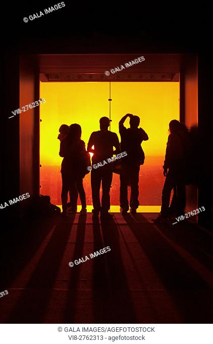 SILHOUETTES OF TOURISTS AT OBSERVATION DECK OF WILLIS TOWER CHICAGO ILLINOIS USA
