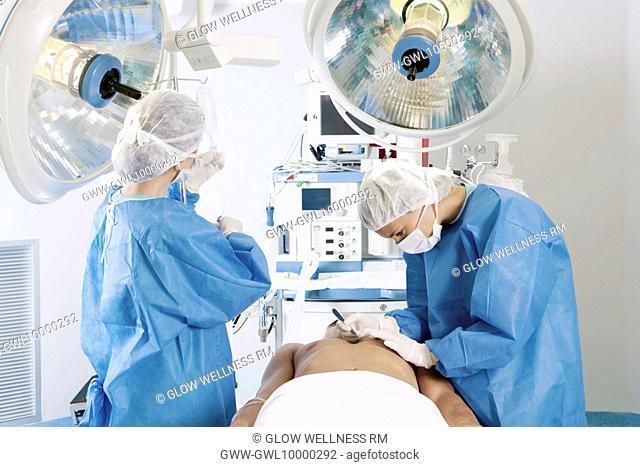 Female surgeons performing surgery