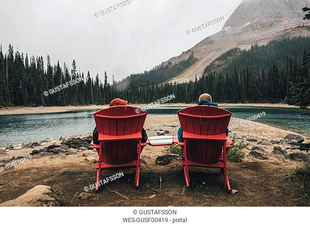 Canada, British Columbia, Yoho National Park, two men resting at Yoho Lake