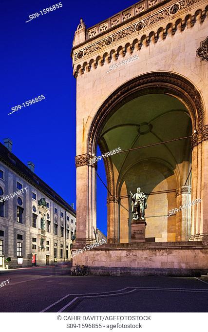 Twilight view of the Feldherrnhalle, Residenzstrasse and Odeonplatz, Munich, Bayern, Germany