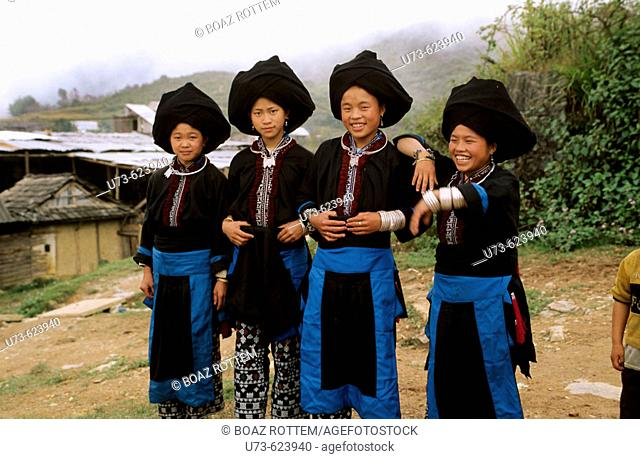 Colorful girls from the Black Zhao ( Yao ) tribe in North West Vietnam