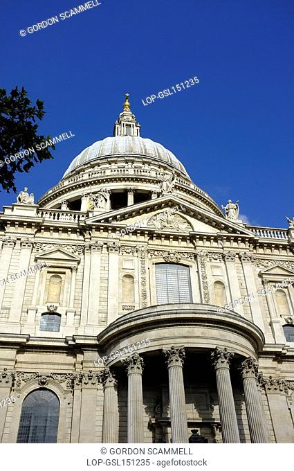 England, London, City of London. St Paul's Cathedral, designed by Sir Christopher Wren and built between 1675 and 1710
