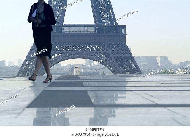 France, Paris, palace de Chaillot,  Marble terrace, passer-by, Eiffelturm,  Detail  Europe, city, capital, place, terrace, tower, construction, architecture