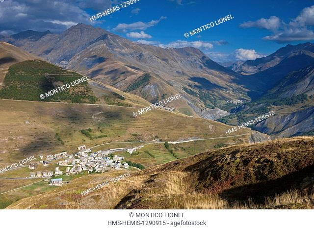France, Hautes Alpes, village seen Chazelet tray Emparis