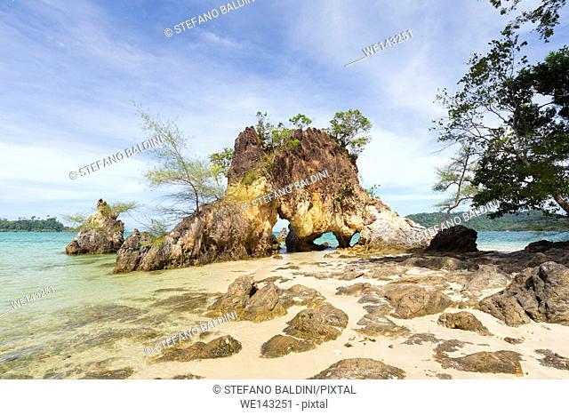 Large rocks on Ao Kwai beach, Ko Phayyam island, Ranong province, Thailand