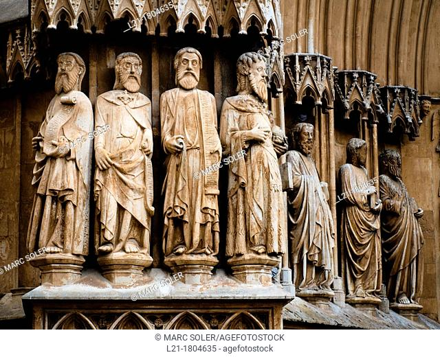 Figures of apostles in the front door of the Cathedral. Tarragona, Catalonia, Spain