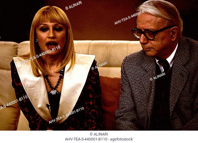 The writer and Italian journalist Enzo Biagi (1920-2007) with the TV presenter Raffaella Carra, shot 1990-1996 ca. by Team