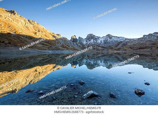 France, Alpes de Haute-Provence, national park of Mercantour, Haut-Verdon, lake of Allos (2226m), reflection of the Montagne du Laus and Tours of the Lake on...