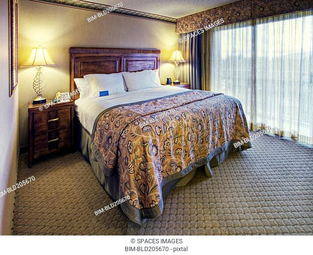 Queen Bedroom Set in Hotel Room